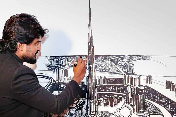 Robot helps artists paint murals - Gitex Technology week